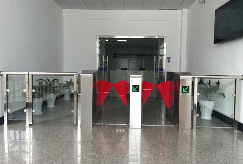 宁波舜宇光电集团安装人行闸机,安检门
