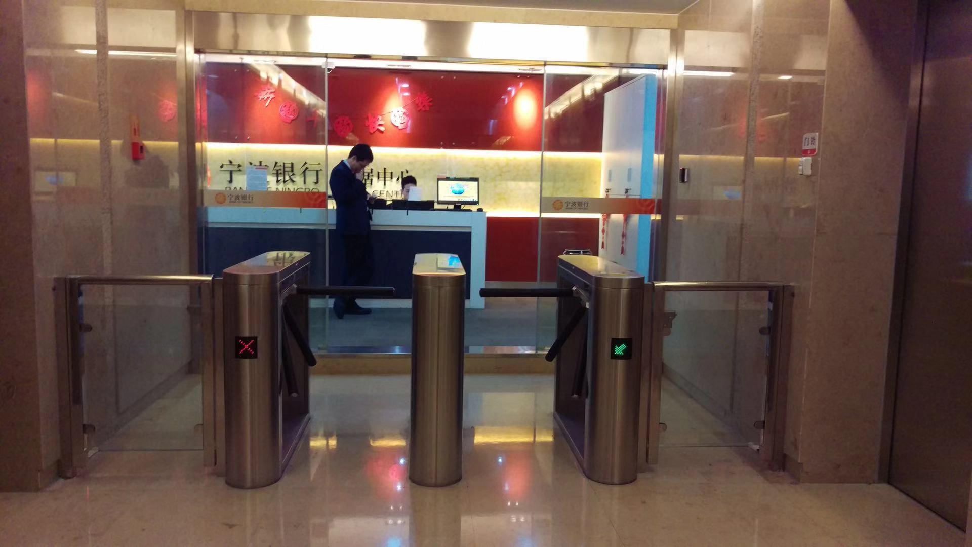 宁波银行总部智能三辊闸